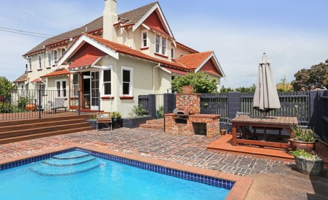 46 Busby Hill,